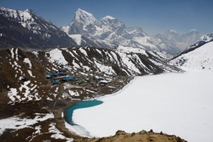 The trail out of Gokyo to view of Everest