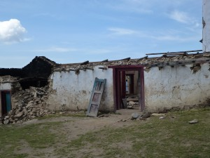 A home in ruin in Goli